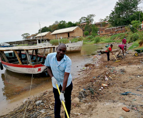 Force takes part in the litter campaign to clean up Malawi